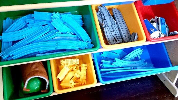 プラレールのおかたづけにちょうどいいおもちゃ棚