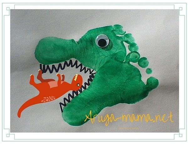 恐竜足型アート