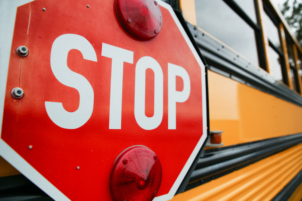 アメリカのスクールバスのストップサイン