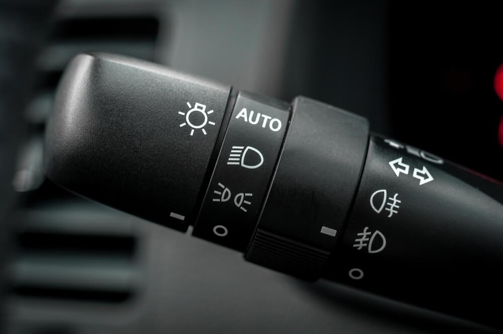 左ハンドルの車の方向指示器
