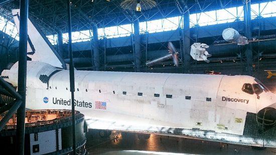 ワシントンDCの航空宇宙博物館でみたスペースシャトルDiscovery。ヴァージニアにある別館の航空宇宙博物館です。時間があればぜひ!