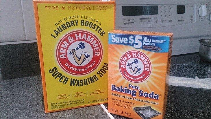 アメリカのガラストップのクックトップ(電気コンロ)のしつこい汚れを重曹(Backing Soda)を使って取る方法を説明します。