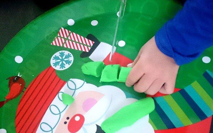 幼児のナイフの練習