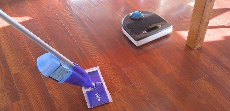 お掃除ロボットは、お掃除を分担できるいい相棒です。