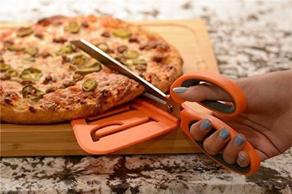 アメリカのキッチン用品。便利なピザ用ハサミ