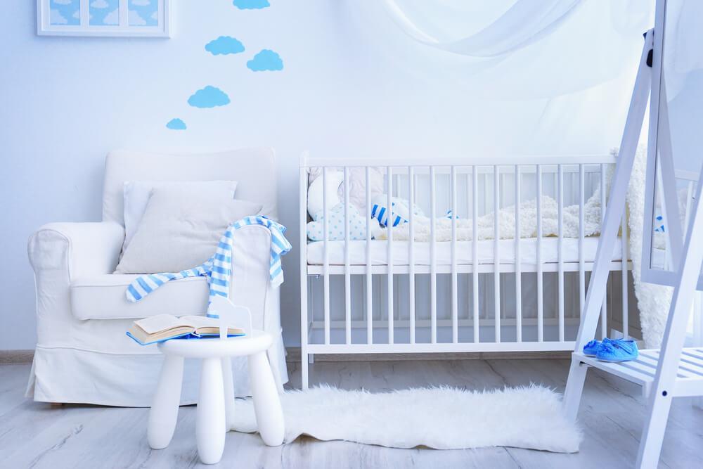 海外の赤ちゃんの部屋にあるベビークリブ
