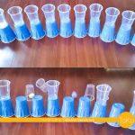 幼児の室内遊びアイデア。ポンポン紙コップ倒しの遊び方