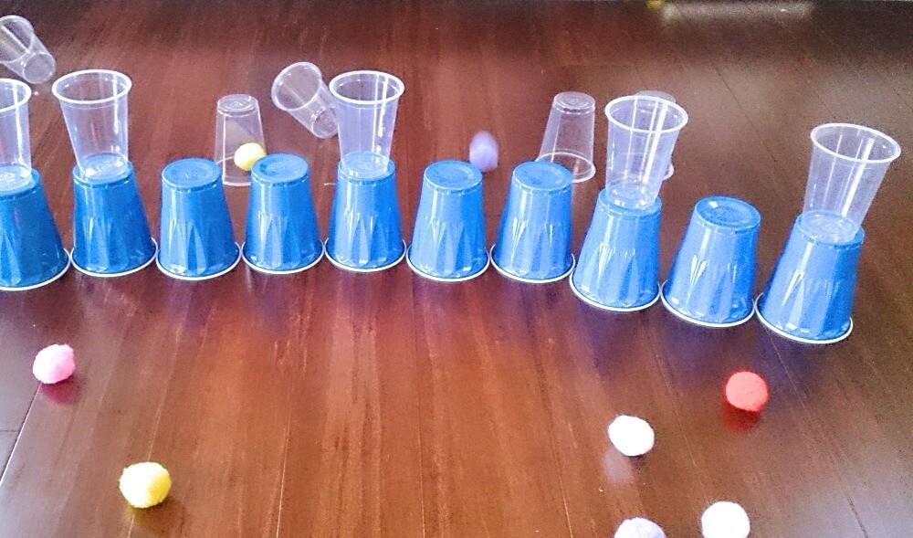 室内遊び。紙コップを使って簡単にできる幼児向けゲーム