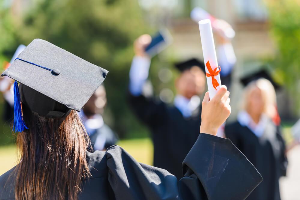 理系大学院を卒業した女性