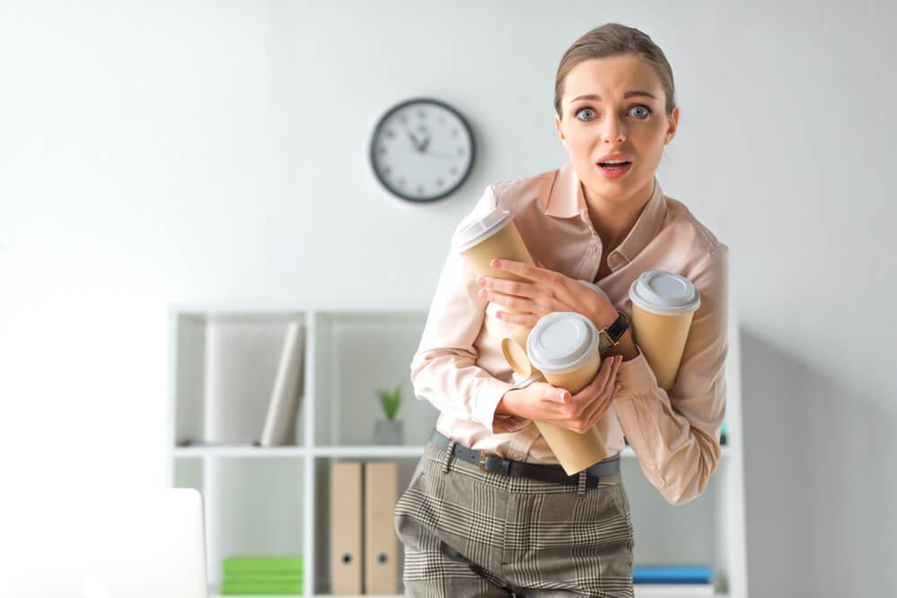 職場で無神経なことを言われてびっくりする女性