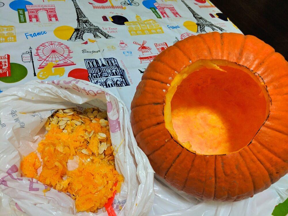 ハローウィンのかぼちゃの中身を取り出したところ