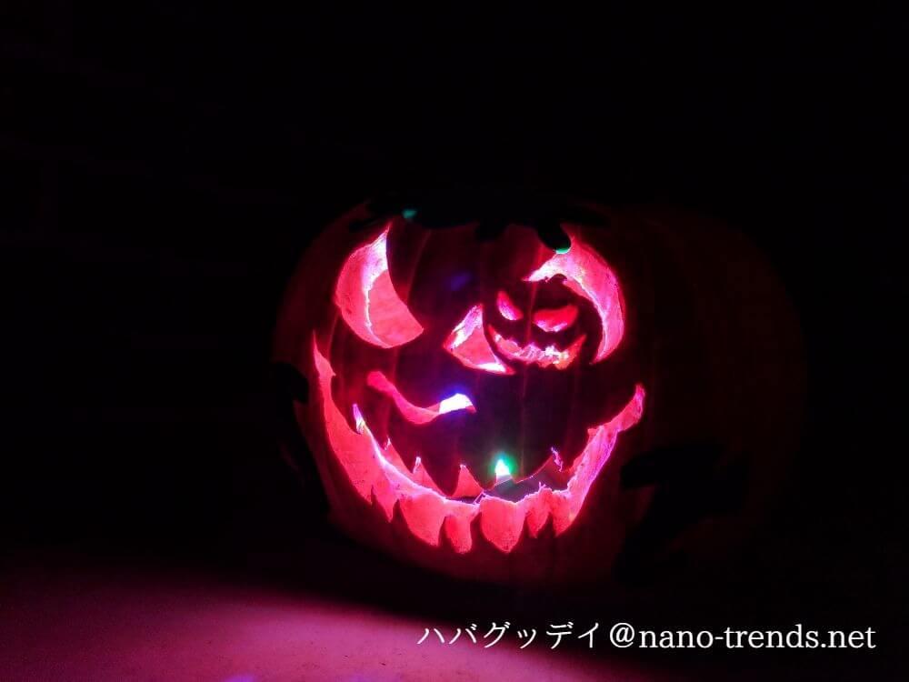 ハローウィンのかぼちゃランタンに光を入れる