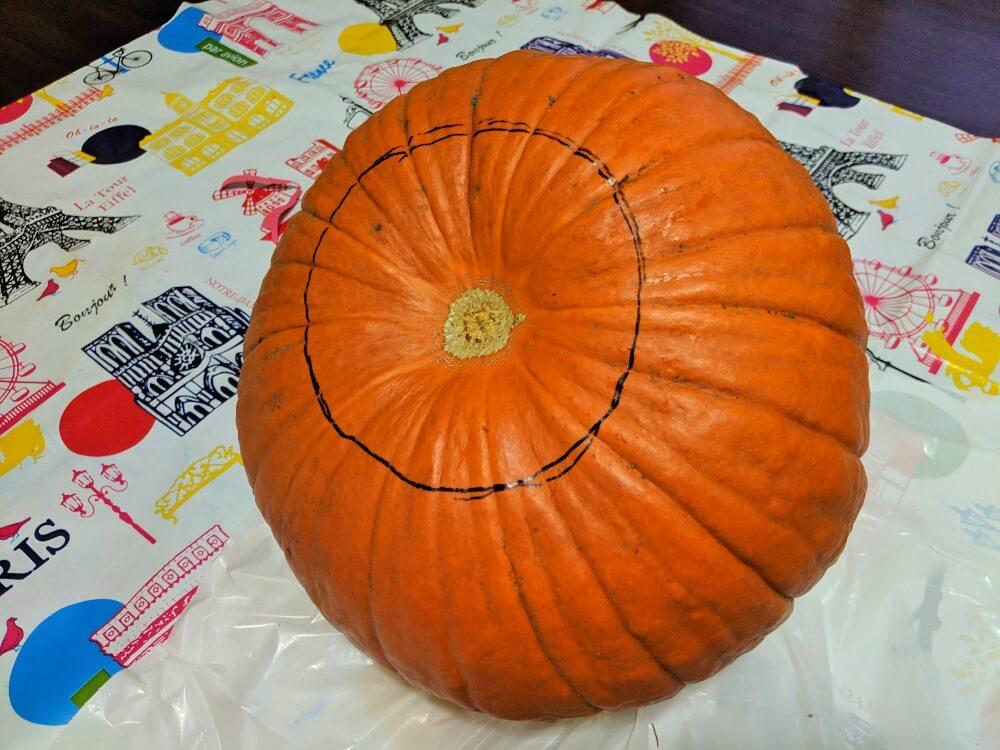 ハローウィンのかぼちゃをくり抜く方法